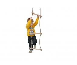 Drevené 5-priečkový lanový rebrík.